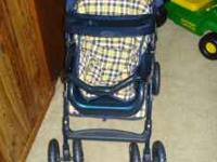 Graco toy stroller with car seat for sale. Good