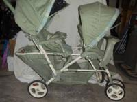 Graco double stroller in very good condition. Neutral