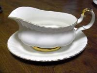 Beautiful Royal Albert bone china from England, Gravy
