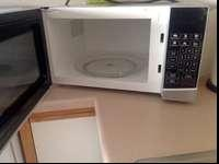 This microwave has barely been used! In excellent
