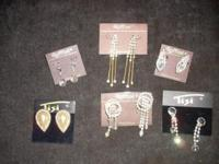 Over 1000 pair of quality carded earrings (some with