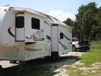 2006 Coachmen Chaparral 32 ft and 3 slides.  This