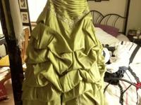 green princess prom dress. sweetheart top, pretty