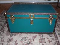 I have this green trunk that I no longer need. It