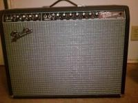The amplifier is a FENDER Twin Reverb. This amplifier