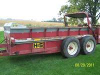 2005 H&S manure spreader in excellent condition all