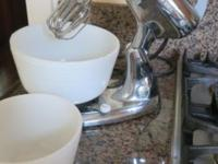 Offered is a Hamilton Beach chrome stand mixer with