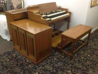 Hammond B3 Organ with two Hammond speakers and one