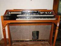 Beautiful Hammond Electric Organ. Needs tuning. NO