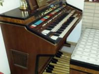 Hammond Elegante Organ with built in Leslie speaker.