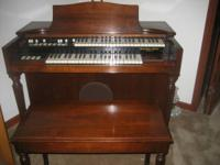 Hammond M3 Organ in exceptional condition with matching