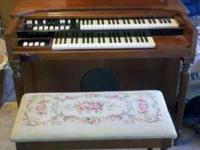 Vintage Hammond M3 organ.   Location: Shaw/99
