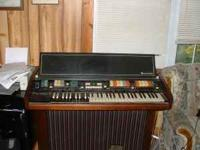 Hammond organ. Has all the buttons for different