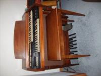 Hammond Organ, everett series , has percusion,