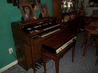 i his is a nice organ with extras don't no how to play