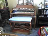 Hammond Organ, Model #E133 1678, plays beautifully,