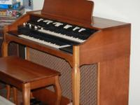 Hammond Organ L-133, Owned since 1979, Plays and sounds