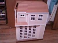Like new, Hannah Montana Malibu Beach doll house with