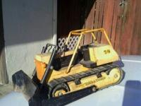 T-9 tonka dozer. Great condition no dents and complete