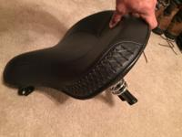 Like new harley crossbone seat, removed from new for 2
