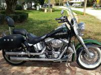 Harley Davidson 2006 Softail Deluxe Two-toned metal