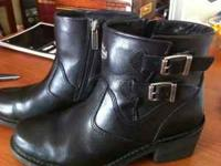 Womens Harley riding boots size 9. If interested text