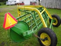 John Deere 640 9 foot, Side delivery rake. Newer Tirers
