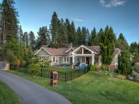 Golf course living at it's best within the gates at