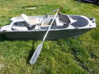 Live well, storage compartment, swivel seats, oars,