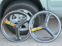 I am selling these HED3 Tubular wheels. They are 650c