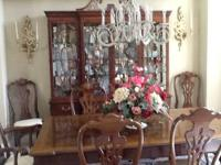Beautiful high end Henredon dining room table and six
