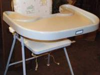 great high chair, older style, in excellent