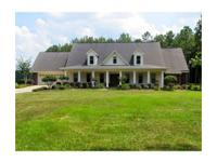 LIKE NEW Acadian-style 3 bed room, 4 bath house
