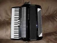 Hohner 120 base accordion, with case.... This accordion