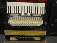 Hohner Arietta 1B Accordion  Up for sale is a Hohner