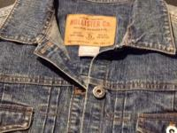 Hollister girls/ladies denim jacket.   Excellent shape.