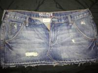 2 pairs of Hollister shorts Size 9, great condition.