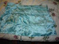 Silk Hollister skirt. Size 9. NEVER WORN!!!!!!! Cute