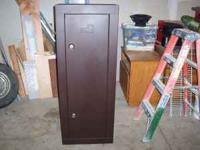 Homak gun safe, almost new. It holds up to 8 rifles or