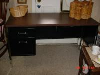 Metal desk with 2 drawers and 1 center locking drawer