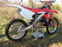 Honda CR-250R Motocross/Dirt Bike. This is a2001 model