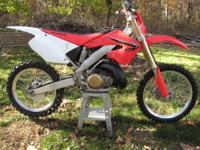 2001 Honda CR-250R Motocross/Dirt Bike. The bike