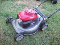 HONDA SELF PROPELLED MOWER WITH QUADRA CUT SYSTEM BAG