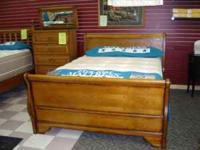 Honey Finish QUEEN SLEIGH BED **GREAT QUALITY!! Retail