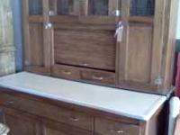 Vintage Hoosier cabinet in excellent condition. Enamel