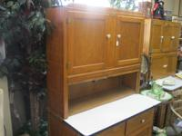 VERY NICE HOOSIER CABINET W/ SLIDE OUT TOP AND FLOUR