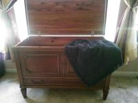 Lovely Hope Chest. CEDAR LINED! Interior resembles New!