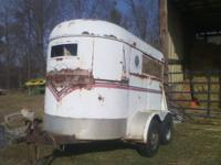2 horse bumper pull horse trailer, has 2 new tires,