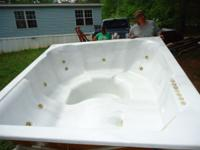 Hot tub foresale $1000. Only thing wrong with it is the