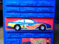 1997 Hot Wheels Case 100 Slots Fold-down play area. 70